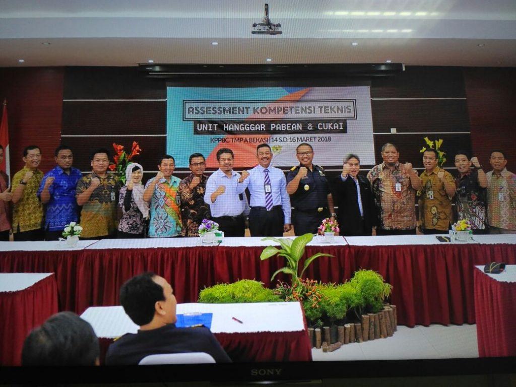 Tempat Sewa Peralatan dan Kelengkapan Pesta Murah dan Mudah - Meja Kotak Sewa Murah Jatibening Bekasi - Jakarta