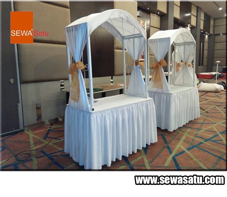 Sewasatu menyewakan meja gubugan dan peralatan acara pernikahan lainnya termurah dan terlengkap
